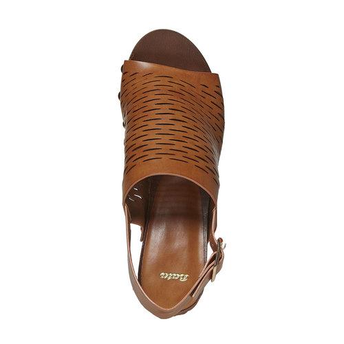 Sandali da donna con perforazioni bata, marrone, 761-3599 - 19