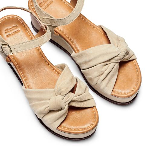 Sandali con fiocco bata, beige, 763-3271 - 26
